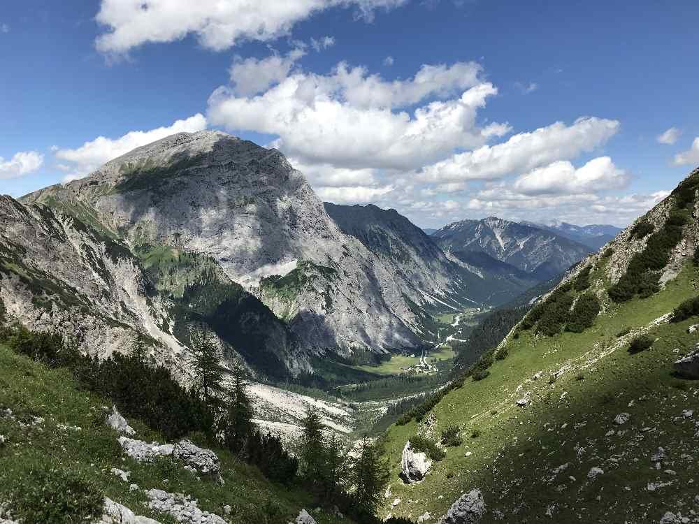 Durch dieses Tal führt die Achensee Wanderung von Pertisau auf die Lamsenjochhütte und zum Ahornboden