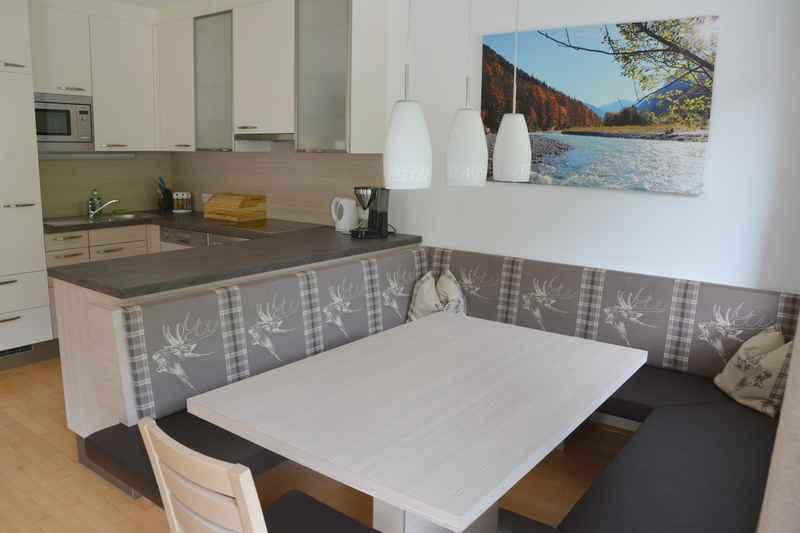 Der moderne Wohnraum in einer Ferienwohnung in Hinterriß beim Ahornboden