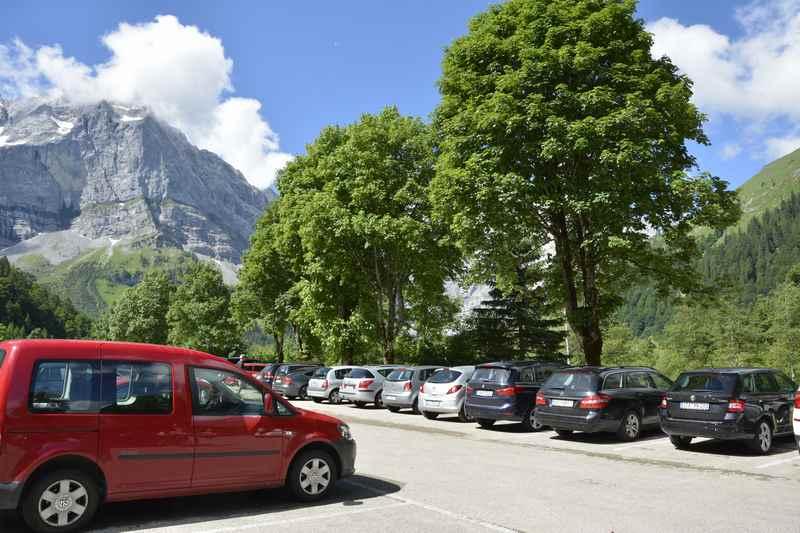 Genügend Parkplatz am Ende der Mautstraße in der Eng, der P10 - Wanderparkplatz. Hier beginnt die kleine Wanderung zur Engalm.
