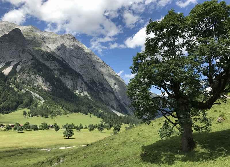 Diese Wanderung im Karwendel startet am großen Ahornboden