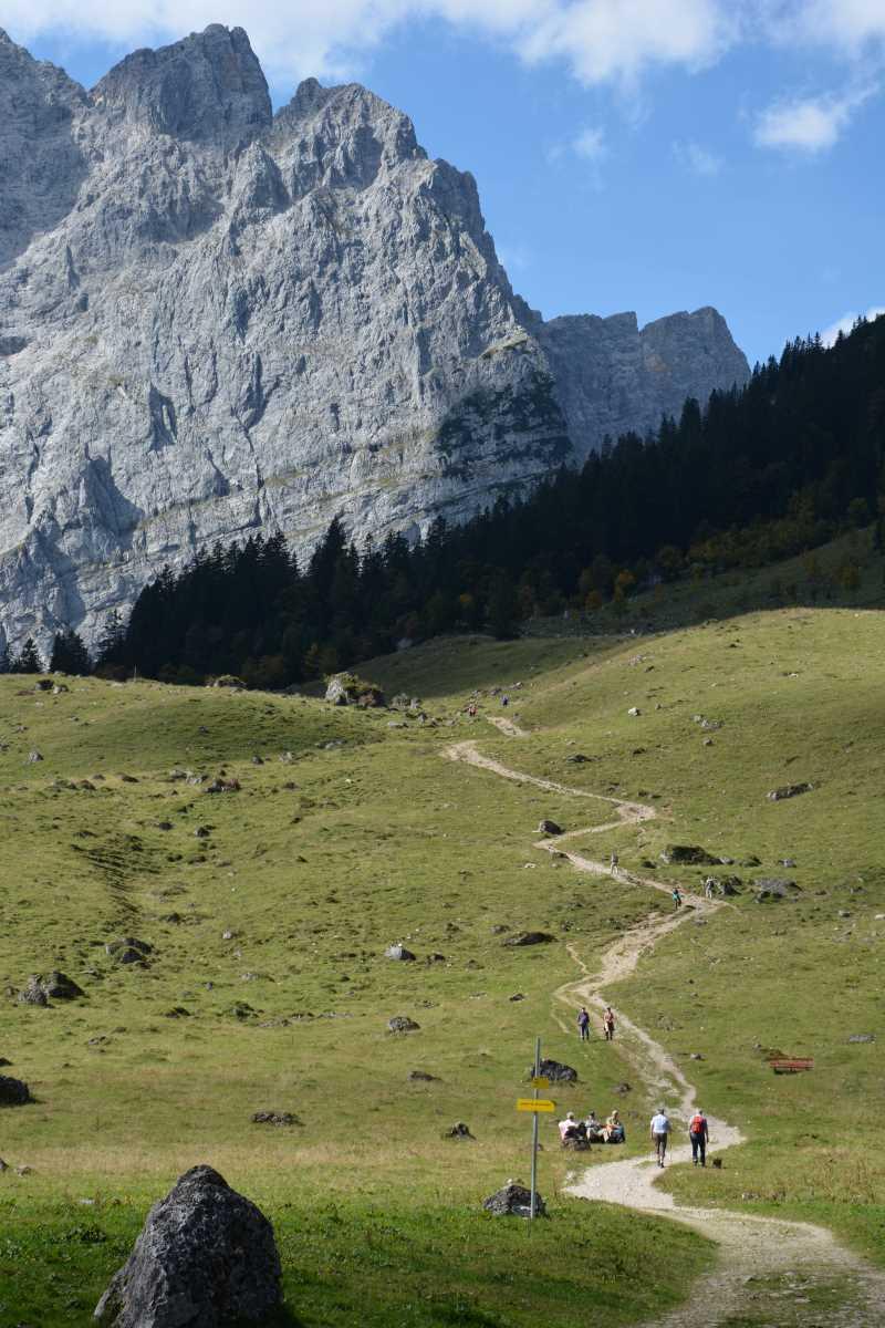 Von den Engalm Hütten führt dieser Wanderweg ins Karwendel zur Falkenhütte