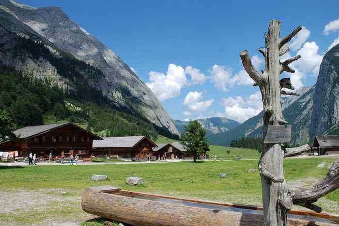 Die Eng Alm ist ein eigenes Dorf, mitten im Naturpark Karwendel