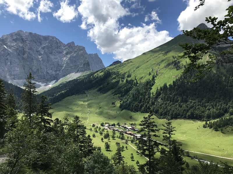 Engalm wandern - in der schönen Landschaft des Karwendelgebirge am Ahornboden