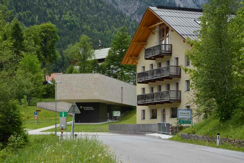 Im Ferienhaus Rontalbach gibt es schöne Ferienwohnungen für den Urlaub am Ahornboden, neben dem Naturparkhaus Karwendel