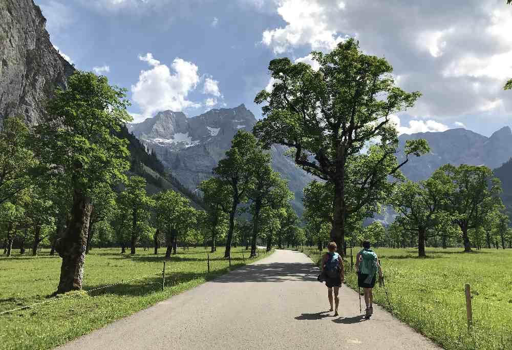 Karwendel wandern: Über den Großen Ahornboden führt nur die Straße - kein eigener Wanderweg