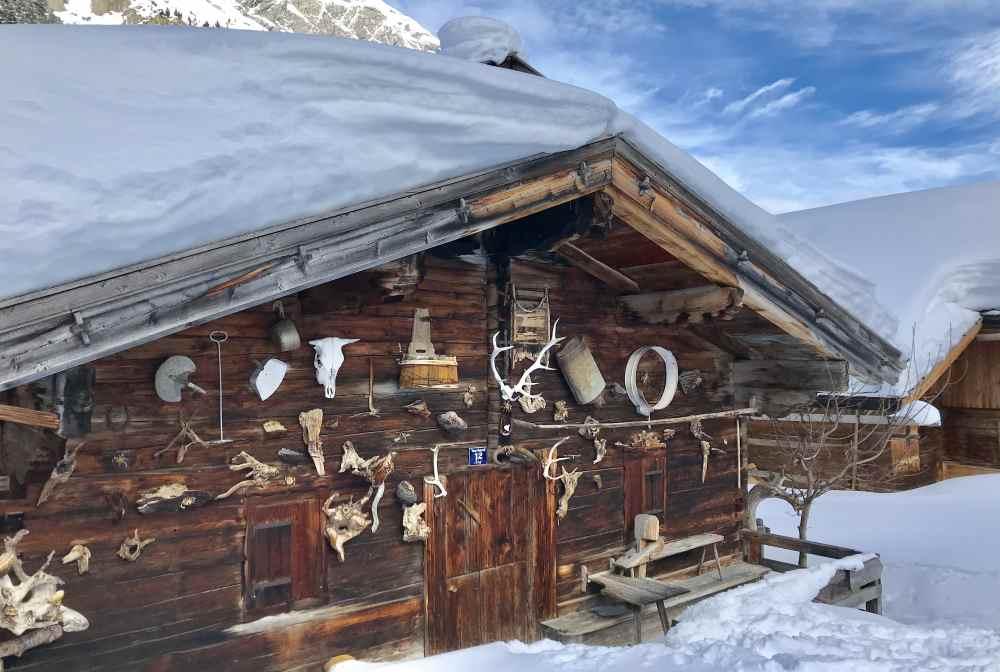 Das Ziel der Karwendelloipe: Die urigen Hütten der Engalm am großen Ahornboden