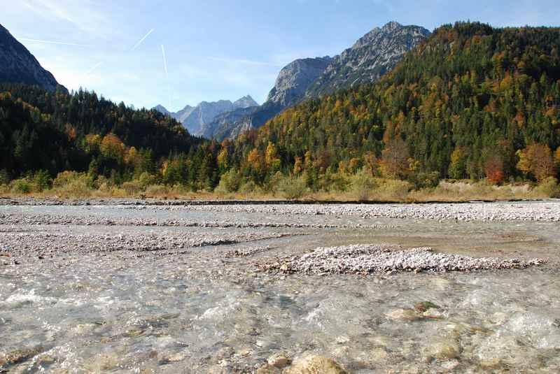Der wilde Rißbach bei Hinteriß - noch ungezähmt mitten im Karwendel