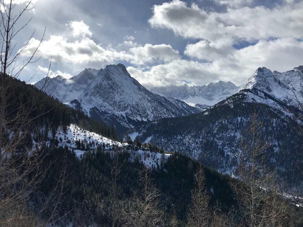 ... und hinüber auf die Spitzen des Karwendelgebirge