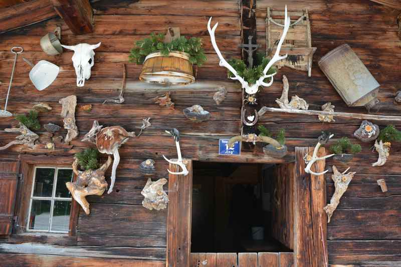 Eine urige Hütte in der Engalm am Ahornboden