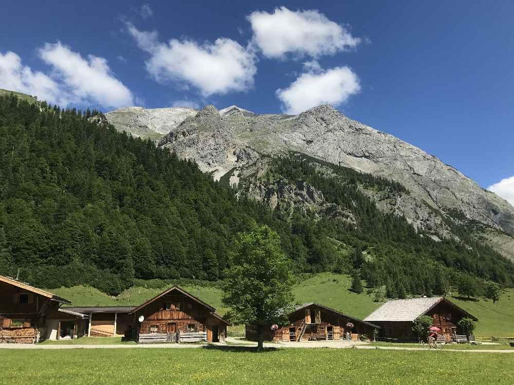 Die Karwendeltour und König Ludwig Karwendeltour - mehrtägige Hüttenwanderung am Ahornboden in Hinterriss Eng