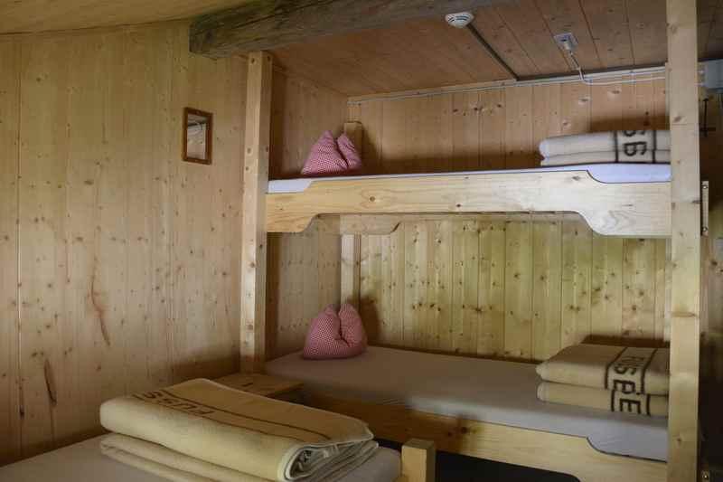 Übernachten im romantischen Hüttenlager auf der Tölzer Hütte im Karwendel