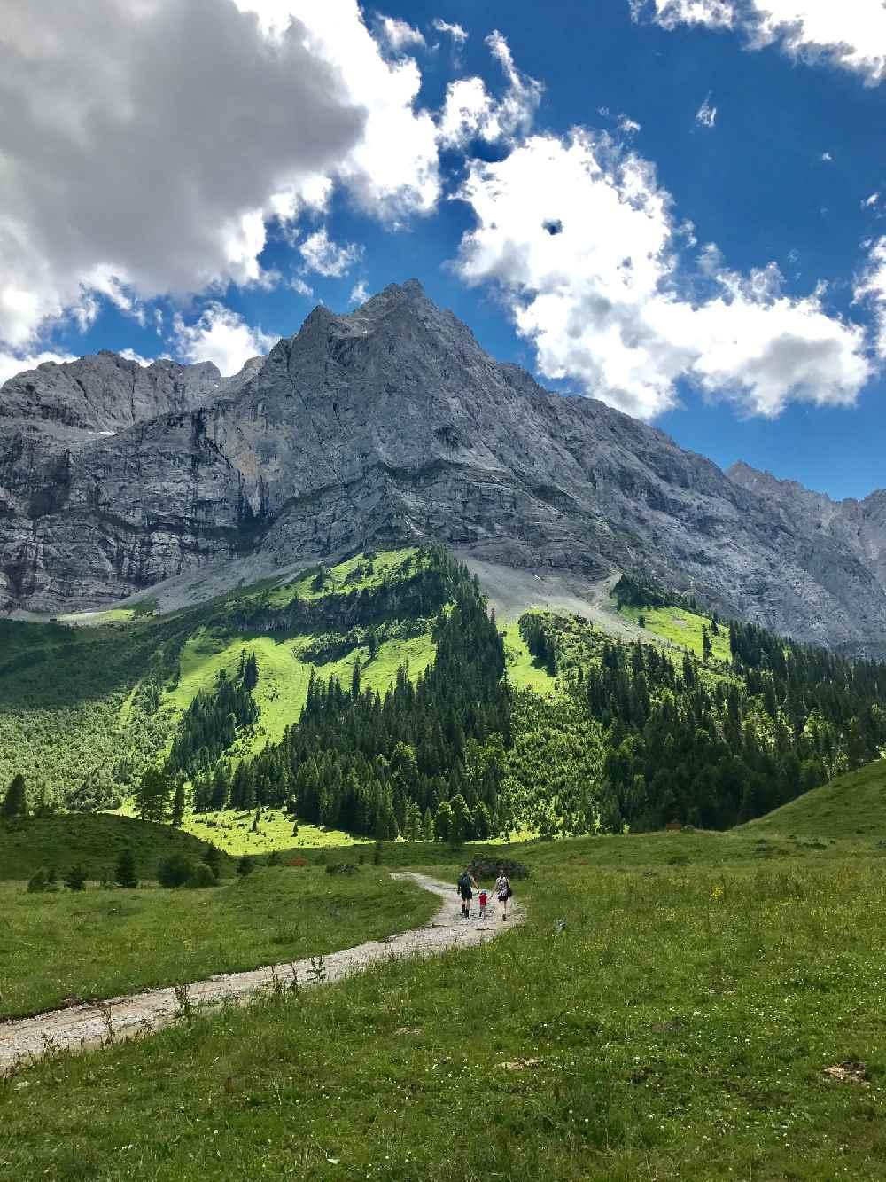 Der Talboden im Ahornboden wird überragt von der Spritzkarspitze, Karwendel