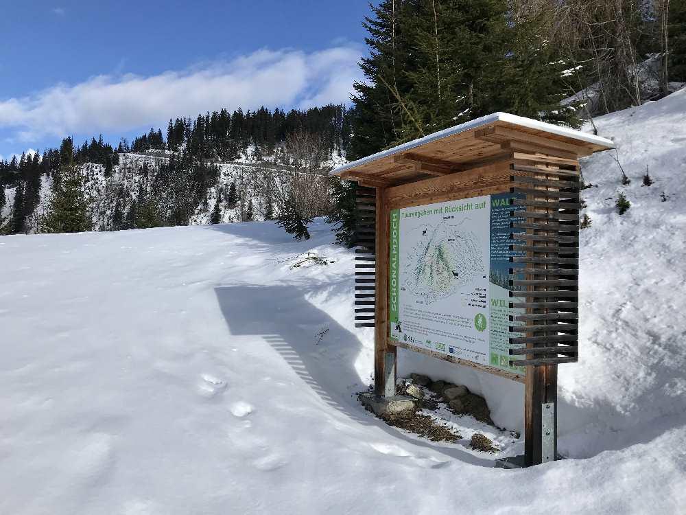 Die Tafel vom Naturpark Karwendel gibt Aufschluß über die Route und die Rücksichtnahme auf Tier und Natur