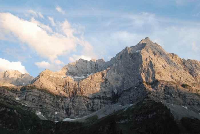Früh aufstehen, auf die Karwendelmarsch Strecke und dafür die frühen Sonnenstrahlen im Karwendel sehen
