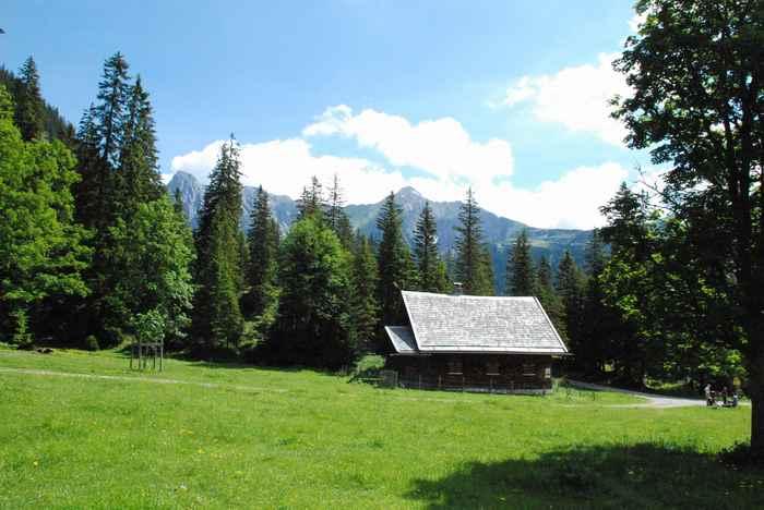 Die Karwendelmarsch Route führt auch über den kleinen Ahornboden