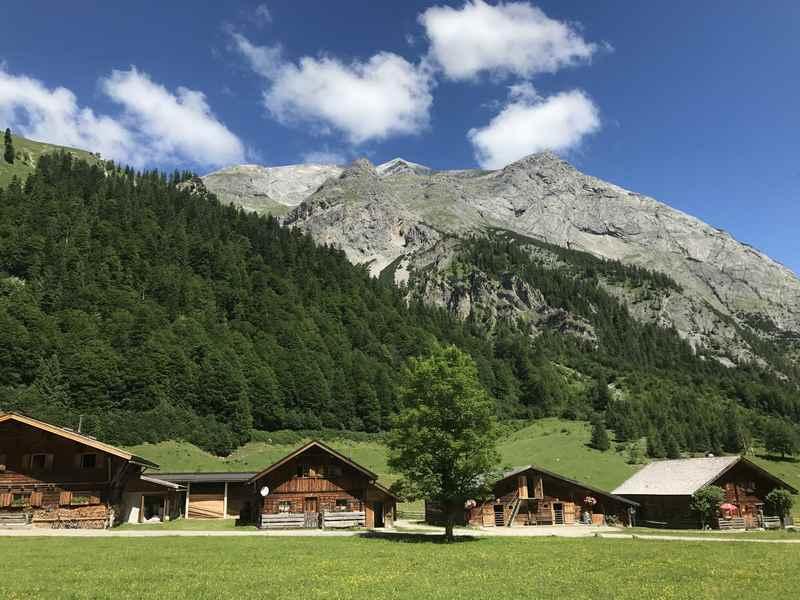 Die Engalm ist Station der Hüttenwanderung, oh du wunderschöne Karwendeltour