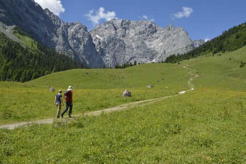 Die bekannte Bergkulisse bei der Engalm erreichen Sie auch bei der König Ludwig Karwendeltour