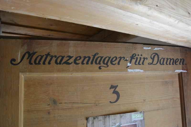 1922 wurde der Grundstein der Tölzer Hütte gelegt - damals wurde getrennt geschlafen