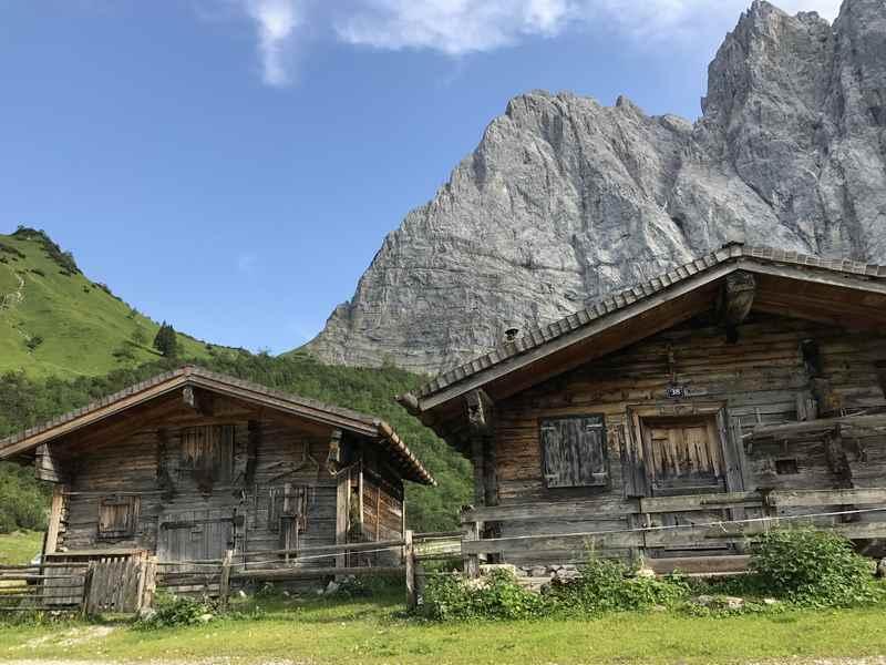 Durch das Laliderertal zu den Hütten des Laliderer Niederleger im Karwendel wandern