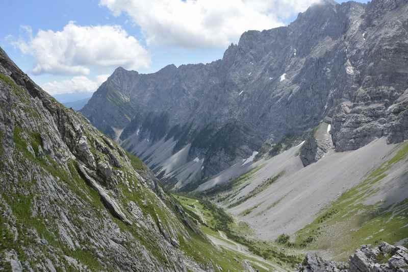 So schroff ist das Karwendelgebirge von der Lamsenhütte in Richtung Stallenalm