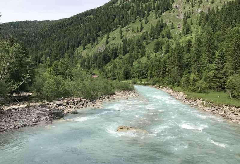 Wir haben genügend Zeit die wilde Flußlandschaft auf uns wirken zu lassen