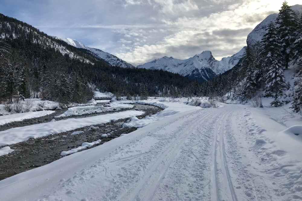 Auf der Loipe von Hinterriß durch diese grandiose Winterlandschaft langlaufen im Karwendel