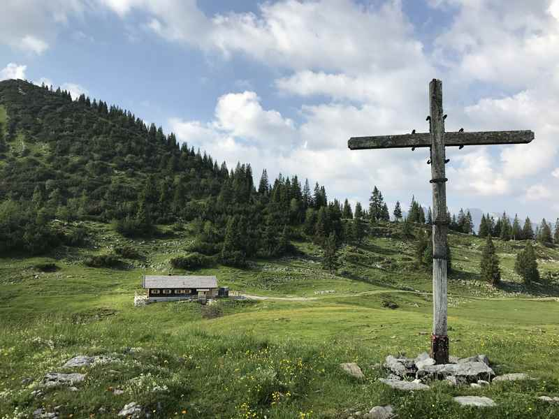 Die schön gelegene Moosenalm im Karwendel in Bayern