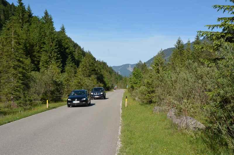 Und danach auf der Straße zwischen Isar und Karwendelvorgebirge durch die schöne Landschaft fahren