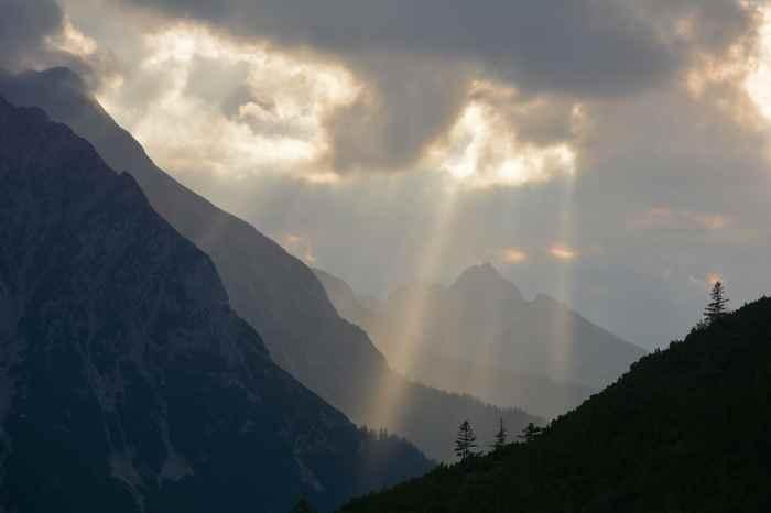 Lichtspiele im Risstal beim Sonnenuntergang im Karwendel
