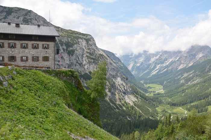 Von Scharnitz auf das Karwendelhaus mountainbiken