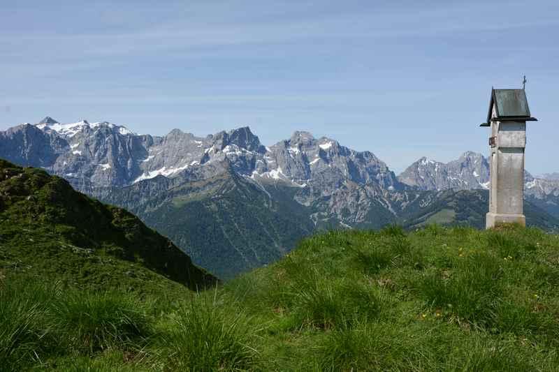 Der Ausblick vom Delpshals auf die nördliche Karwendelkette