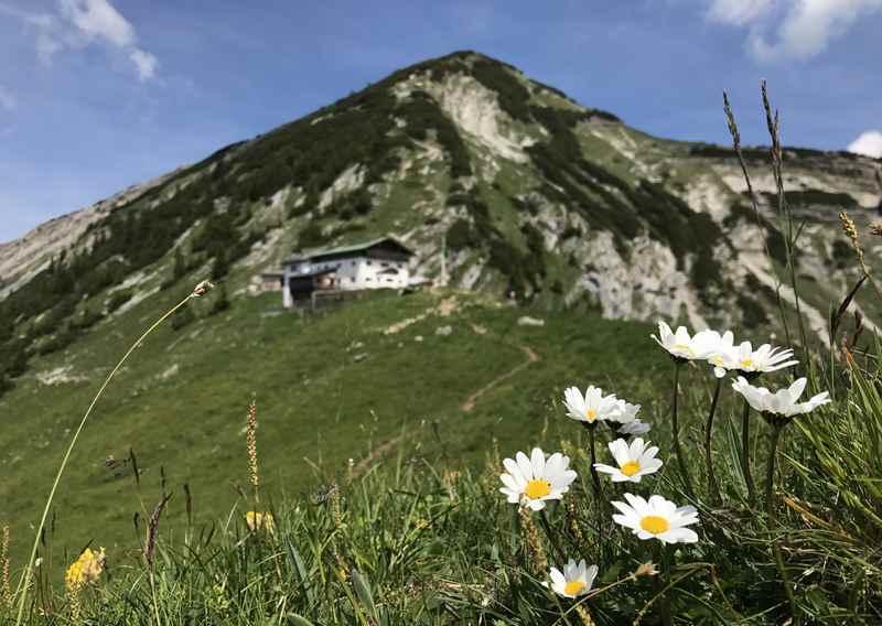 Das ist das Ziel am ersten Tag der König Ludwig Karwendeltour: Die Tölzer Hütte