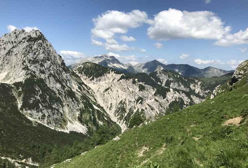 Der Ausblick von der Torscharte auf das Karwendel