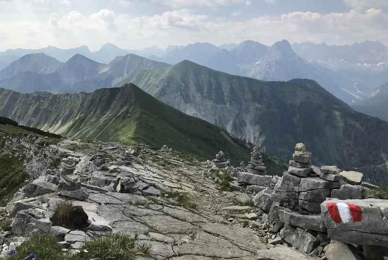 Karwendeltour mit Gipfelsieg am Scharfreiter