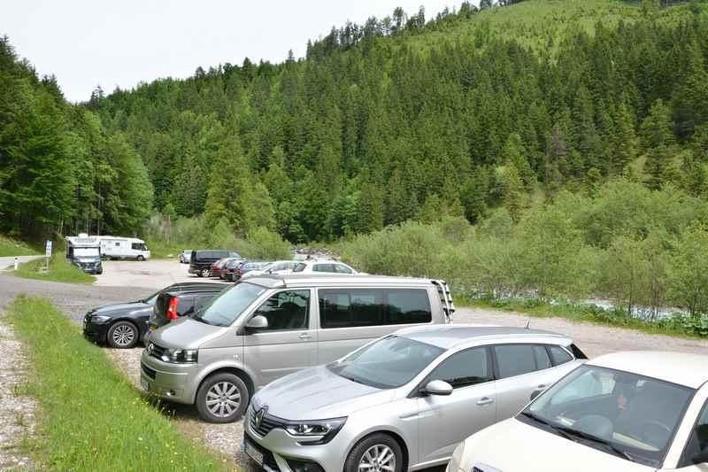 Das ist der Parkplatz in Hinterriß, für Tagestouren und für die mehrtägige Hüttenwanderung
