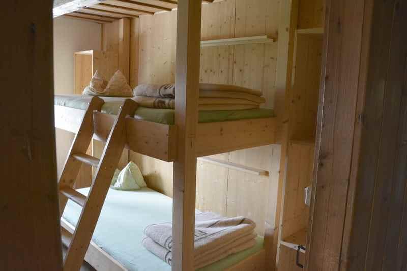 Das sind die renovierten Zimmer zum Übernachten in der Tölzer Hütte im Karwendel