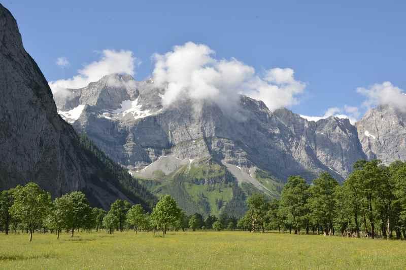 Dann über das Hohljoch zum Ziel der König Ludwig Karwendeltour: Der große Ahornboden