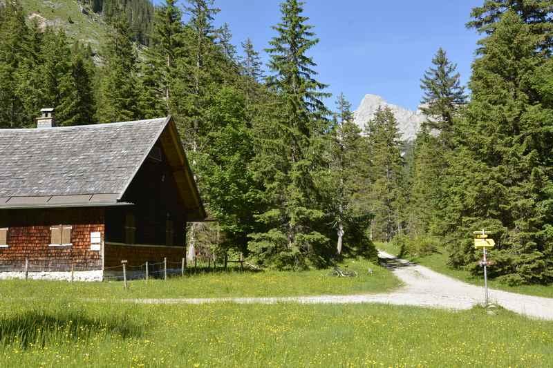 Ankunft am kleinen Ahornboden im Karwendel - idyllisch und ruhig am späten Nachmittag