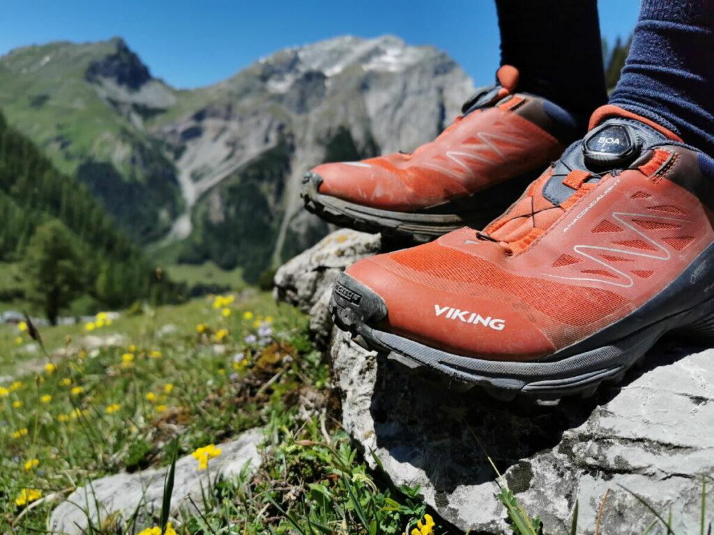 Denk an gute Wanderschuhe - du brauchst auf dieser Tour rutschfeste Sohlen! Mit unseren VIKING Anaconda Schuhen ging es super.