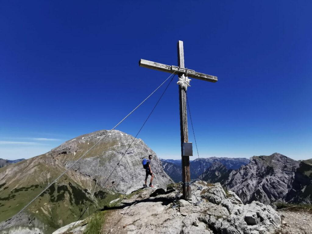 Aussichtsreiche Ahornboden Wanderung auf einen Gipfel: Der Hahnkampl