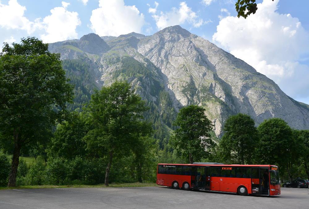 Bergsteigerbus Eng - Endhaltestelle am Parkplatz in der Eng, am Großen Ahornboden