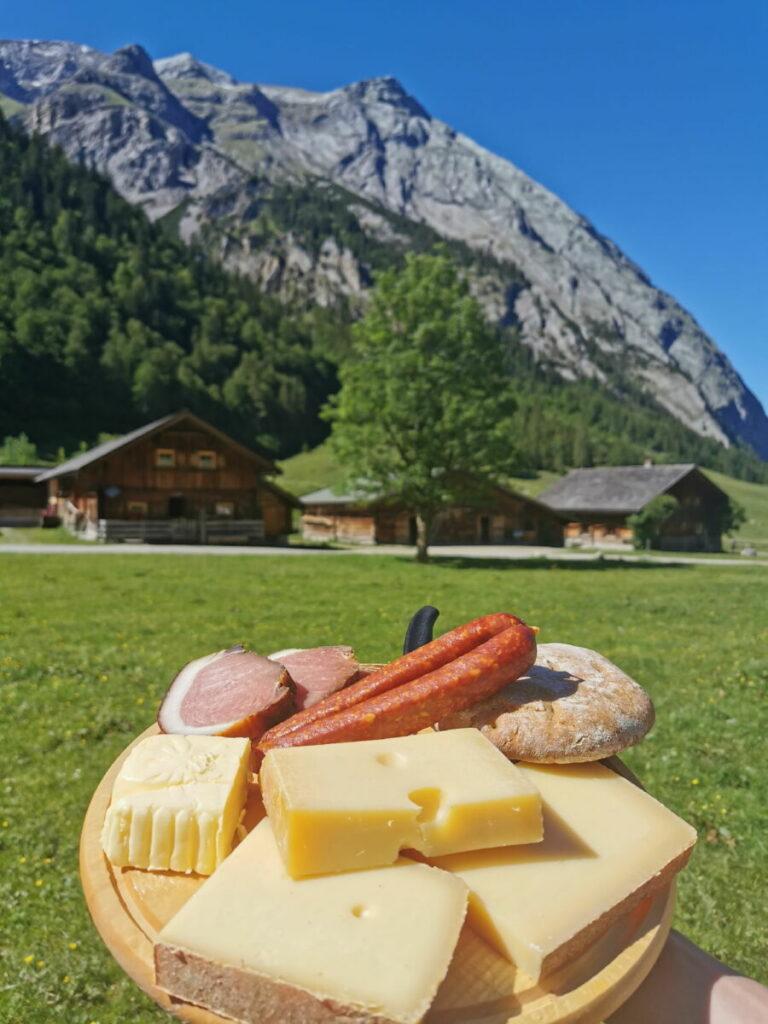 Genieß´ den Eng Alm Käse gleich hier am Ahornboden - oder nimm ihn verpackt mit nach Hause