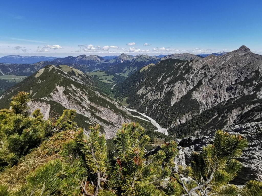 Ausblick am Kompar über das Karwendel in Richtung Norden