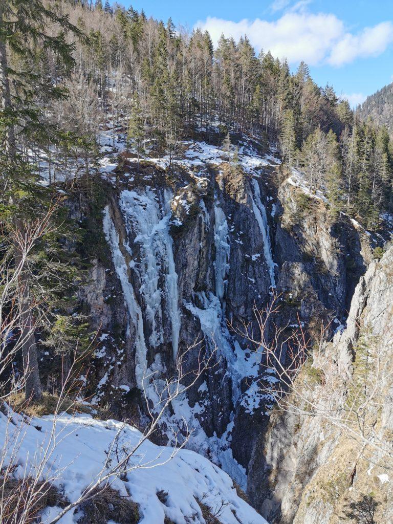 Skitour Hinterriß : Das sind die gefrorenen Wasserfälle in der Johannestal Klamm