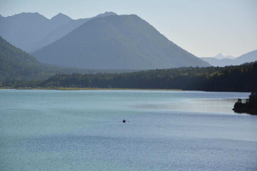 Sylvensteinsee angeln - kleines Boot am See